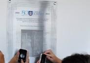 Colégio instala placa em homenagem à primeira turma de alfabetização