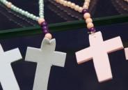 Em Ensino Religioso, meninos do 1º ano EFI produzem terços
